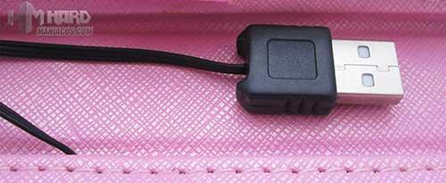 Funda-Tablet-9.7-Pulgadas-con-teclado_foto-cable-usb
