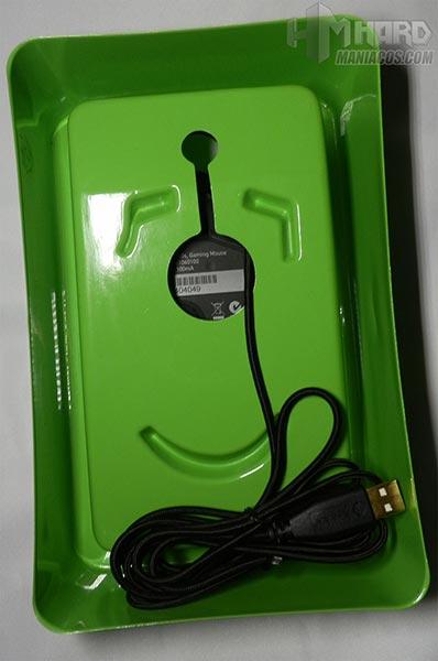 Razer-Naga-cable-USB-en-plastico-verde