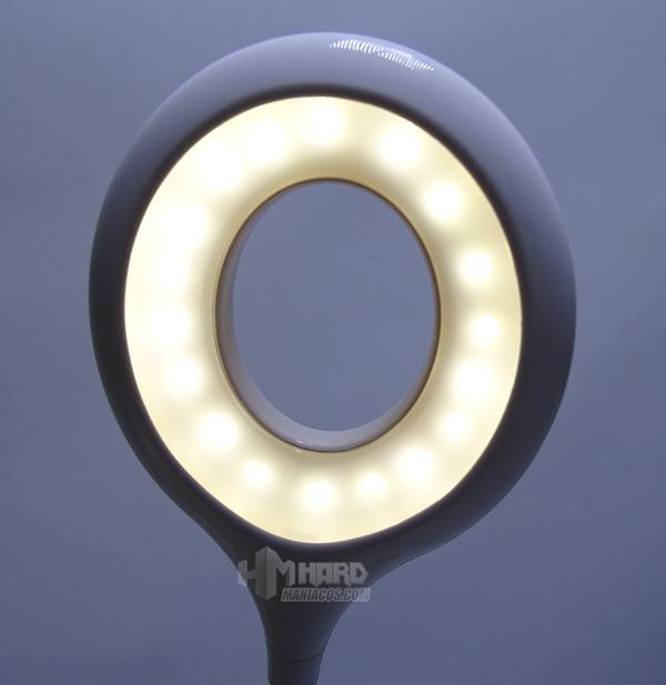 lámpara de escritorio portátil RGB Aukey 13