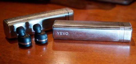 auriculares hechos con armas recicladas portada