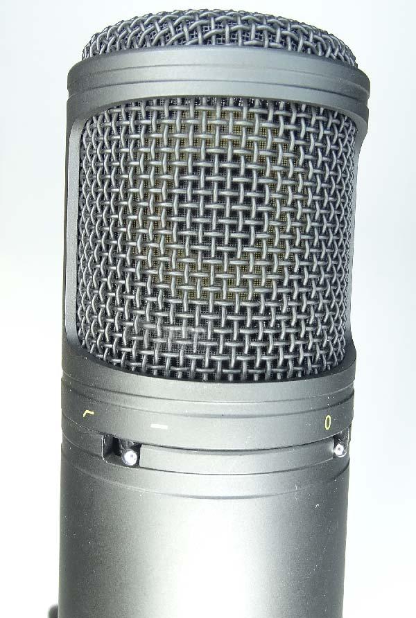 microfono condensador Aukey Mi-U2 rejilla y controles