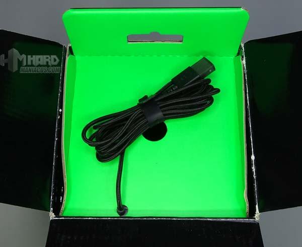 cable USB en caja alfombrilla Razer Goliathus Chroma