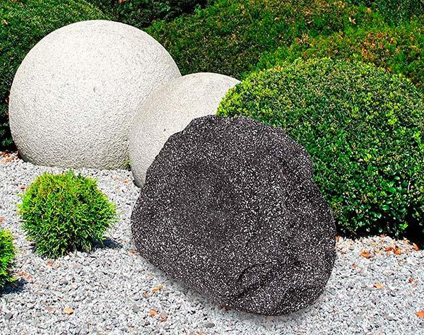 altavoz piedra Promonic en jardin