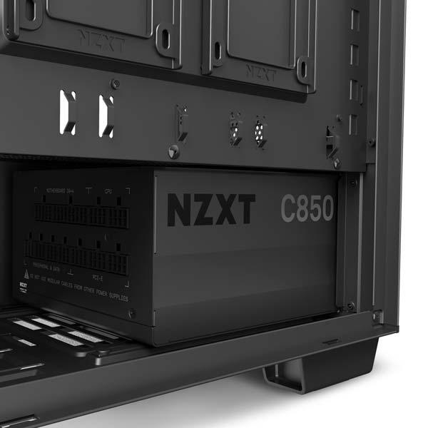 fuente de alimentación serie C de NZXT montada