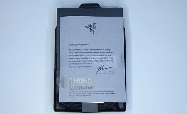 Razer DeathAdder V2, unboxing folletos en caja