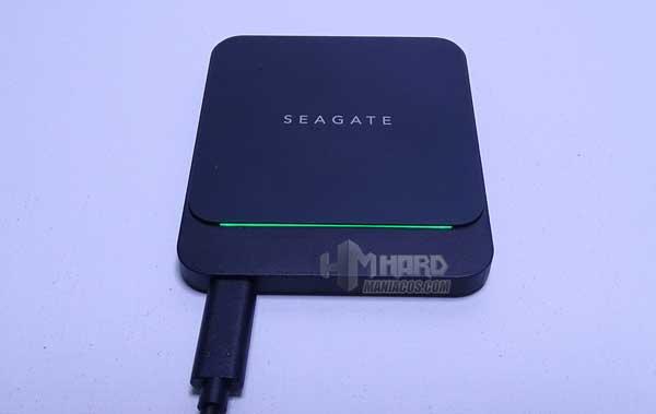 SSD Seagate BarraCuda Fast conectado iluminado