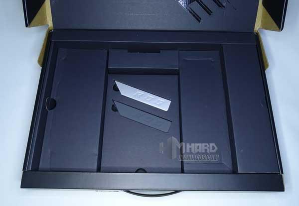 piezas diseño personalizable en caja del ROG Strix SCAR 15 G533